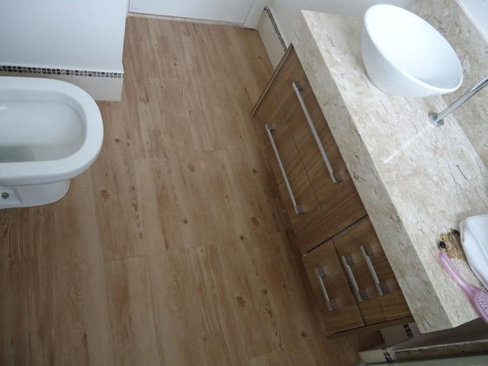 Piso vin lico na cozinha e no banheiro comprando meu ap - Pintar piso pequeno ...