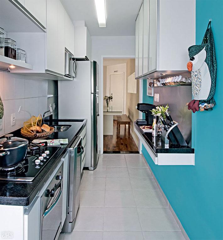 Cozinha azul estilo corredor  Comprando Meu Apê  Comprando Meu Apê # Cozinha Planejada Na Cor Azul Turquesa