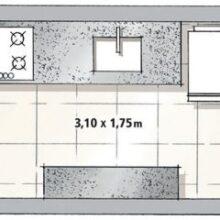 Cozinha azul estilo corredor
