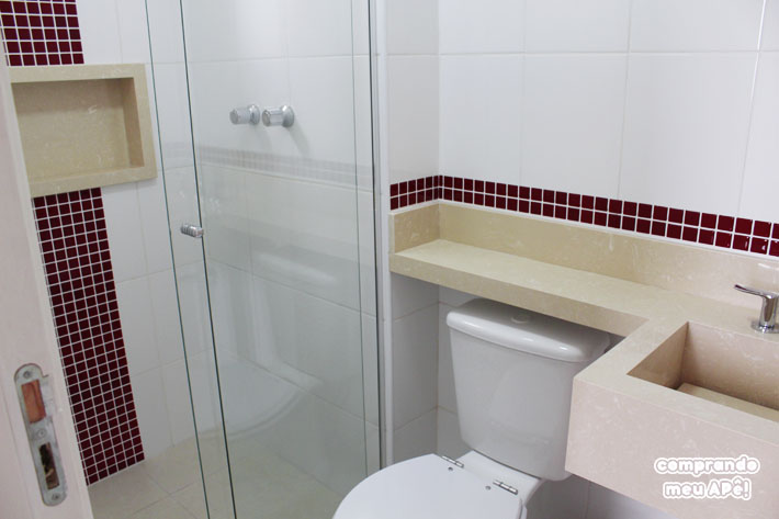 Meu banheiro (suíte) com pastilhas adesivas  Comprando Meu Apê  Comprando M # Banheiros Decorados Com Pastilhas Adesivas