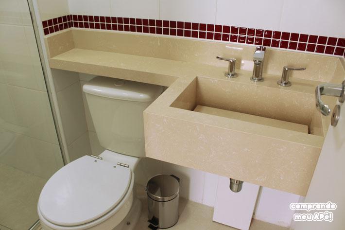 Meu banheiro (suíte) com pastilhas adesivas  Comprando Meu Apê  Comprando M -> Banheiros Com Pastilhas Em Cima Do Vaso