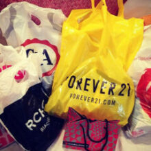 Comprinhas de verão em lojas Fast Fashion