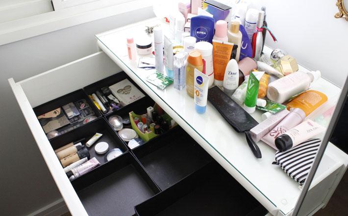 Organização de gaveta de maquiagem-blog