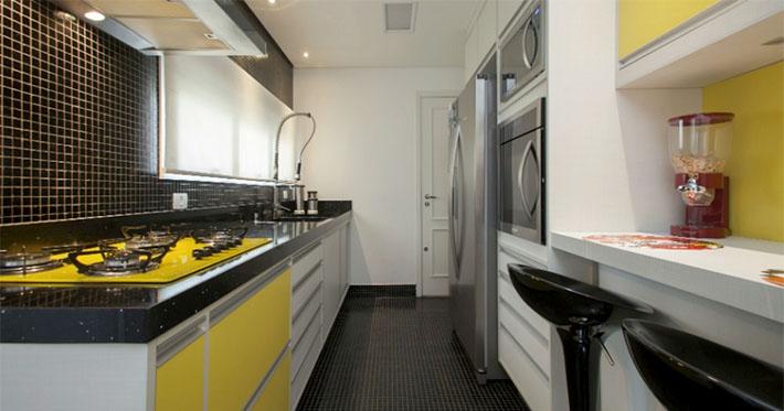 Cozinha amarela planejada