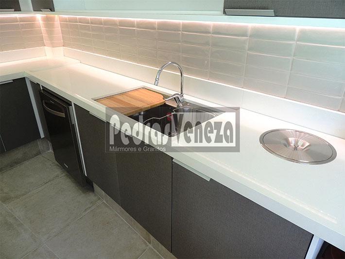 Cozinha em quartzo stone branco