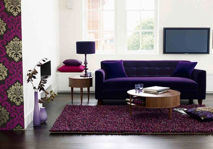 Sof roxo na decora o da sala de estar Purple brown living room